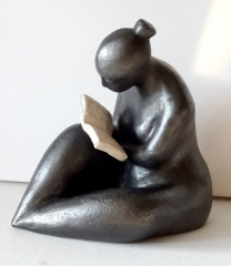 Reading sculpture