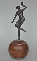 figure on antique bowls ball